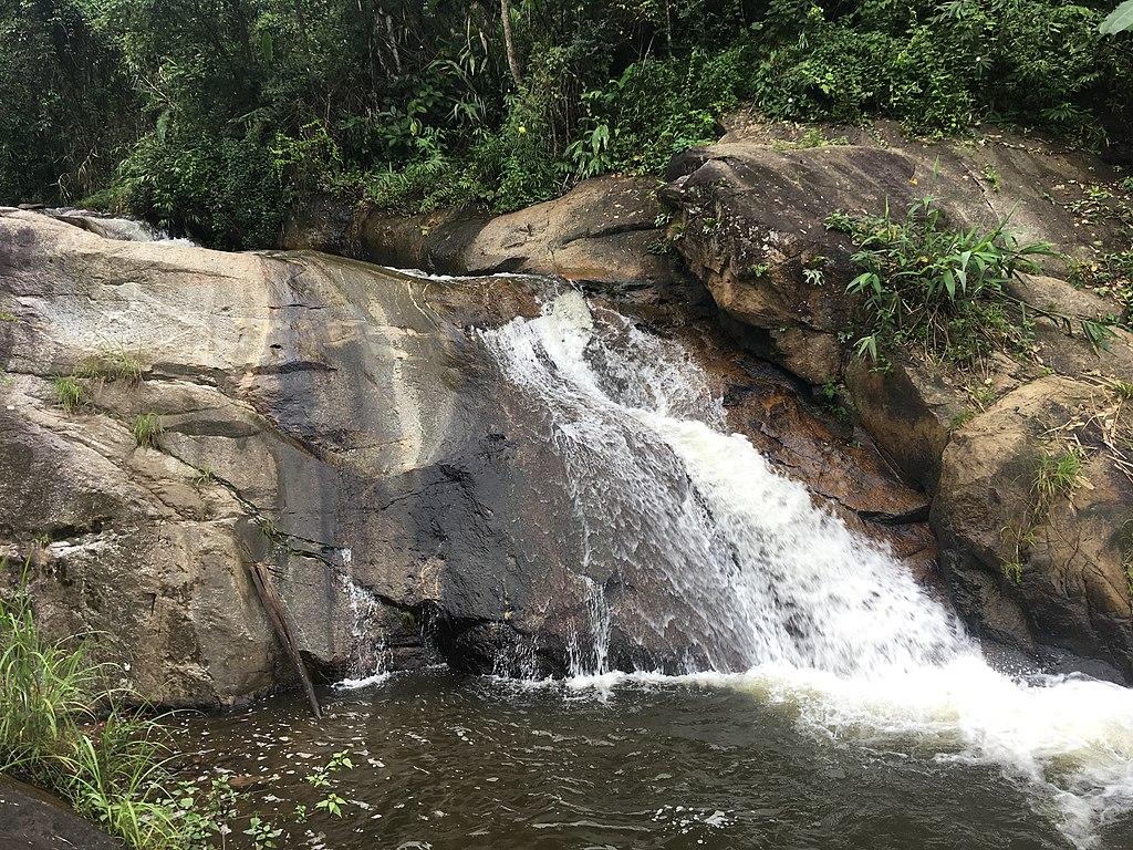 Mo Paeng Waterfall 1