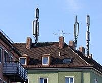 Mobilfunkmasten auf Wohnhaus Gotzingerplatz Muenchen.JPG