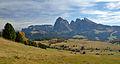Mont de Seuc y l Saslong da Col de Mezdi.jpg