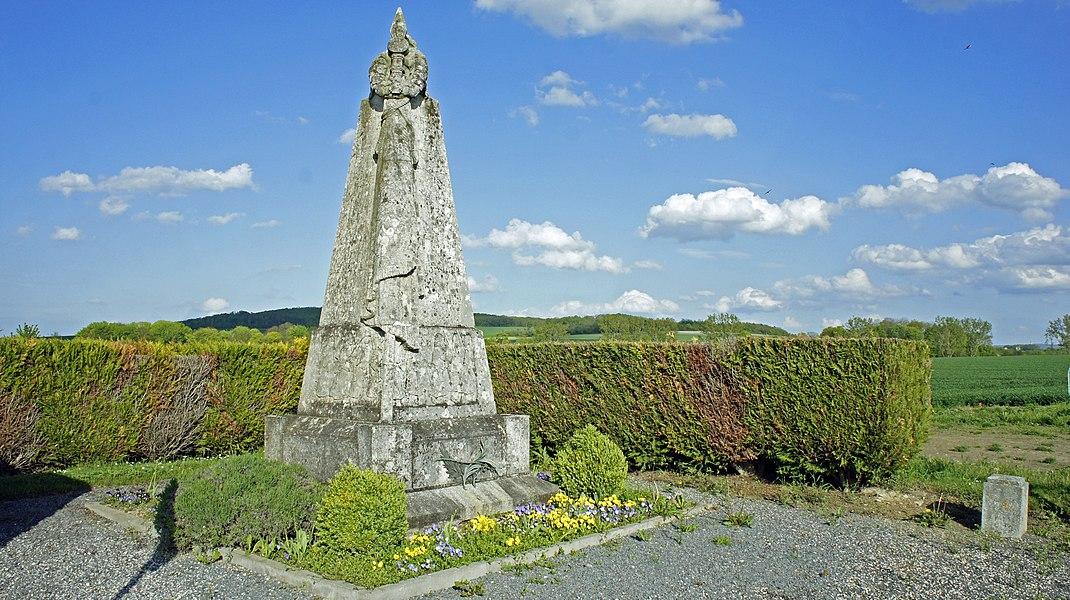 Une vue du monument en hommage au 363ri à Loivre.