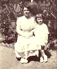 Mother and daughter in India 1920.jpg