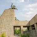 Naderتندیس حجاری شده نادر شاه افشار در بالای مقبره وی.jpg