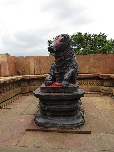 File:Nandi at Ramappa Temple, Warangal.JPG