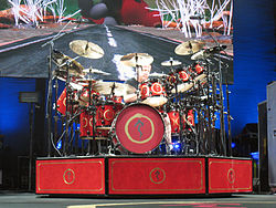 http://upload.wikimedia.org/wikipedia/commons/thumb/6/67/Neil_Peart_2007.jpg/250px-Neil_Peart_2007.jpg