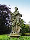 foto van Lyndenstein, tuinbeeld voorstellende Neptunus