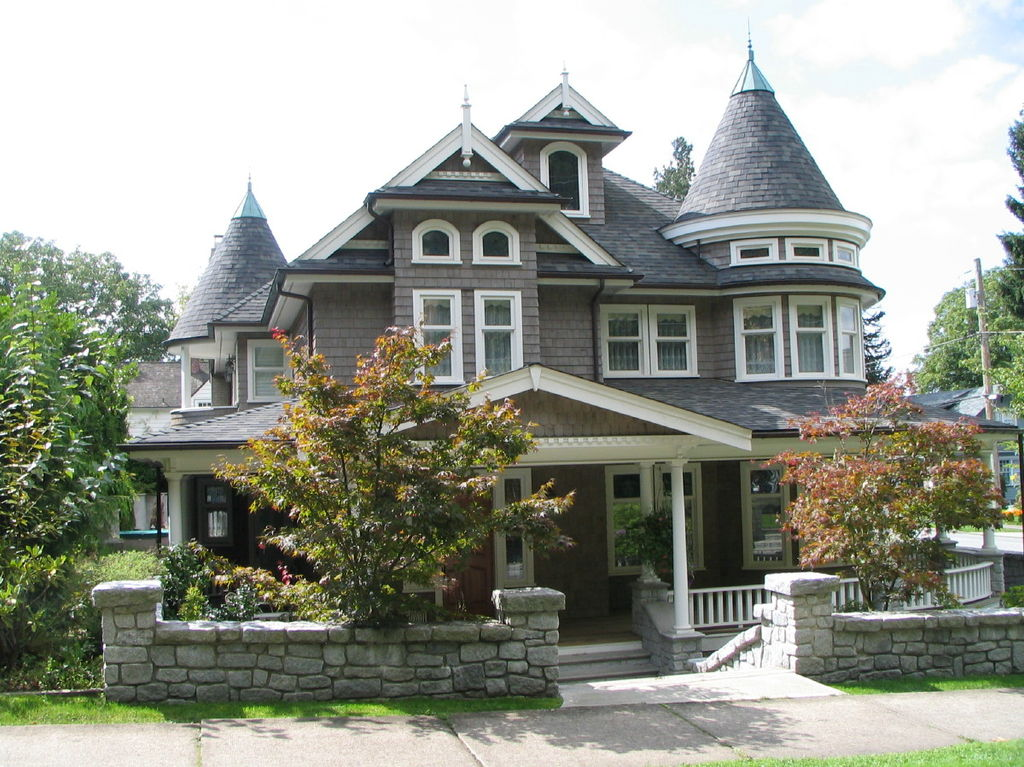 File new west mansion jpg wikimedia commons for Victorian themed house