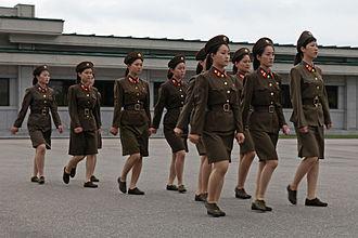 Songun - North Korean female soldiers