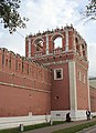 Nothern tower of the western wall of Donskoy Monastery 03.jpg