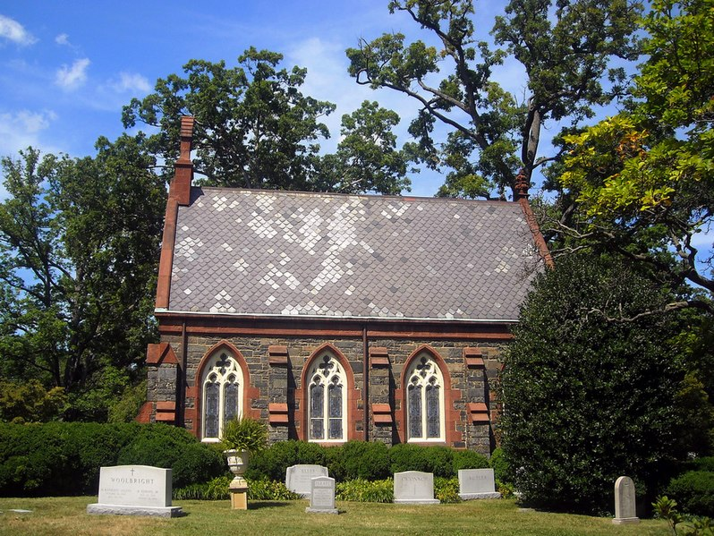 File:Oak Hill Cemetery Chapel - south side.jpg
