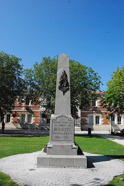"A obelisk for victims of the first worldwar on the ""Place de l'Eglise"" in the center of Hourtin."