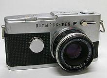 Maqueta 3D de la cámara fotográfica Olympus PEN F. Manualidades a Raudales.