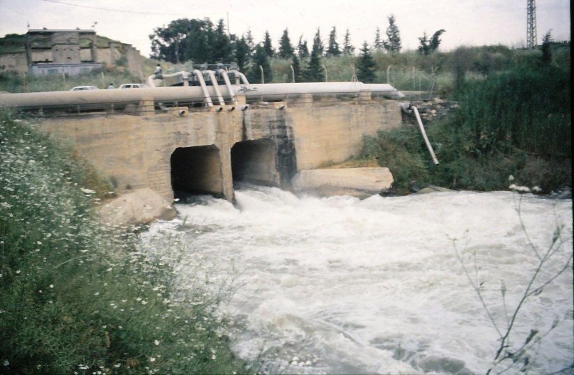 Opening of the flood-gates of the Kinneret to the Jordan river 1991