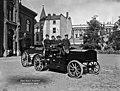 Pääpaloaseman piha, Korkeavuorenkatu 26. Sähköauto vuodelta 1909. (hkm.HKMS000005-km003k6s; N550).jpg