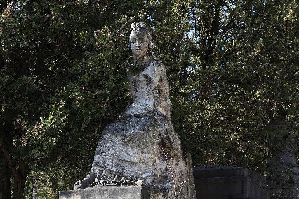 File p re lachaise division 18 statue de femme for Chaise 98 edouard francois
