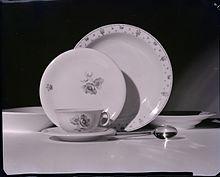 Stoviglie da tavola in una foto artistica di Paolo Monti, 1963. Fondazione BEIC