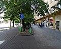Pardubice, Palackého třída, chodník, od Hlaváčovy.jpg