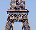 Paris - Eiffelturm - Zweite Plattform.jpg