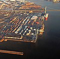 Philadelphia docks and container ships on the Delaware River - I-76 Walt Whitman Bridge beyond the docks - panoramio.jpg
