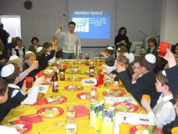 PikiWiki Israel 405 Pesach in Shalom Aliechem school סדר פסח בביquot;ס quot;שלום עליכםquot;