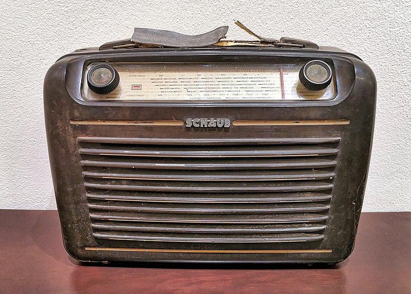 רדיו ישן בשרונה