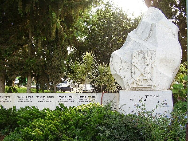 אנדרטה לנופלים במערכות ישראל במושב חרות