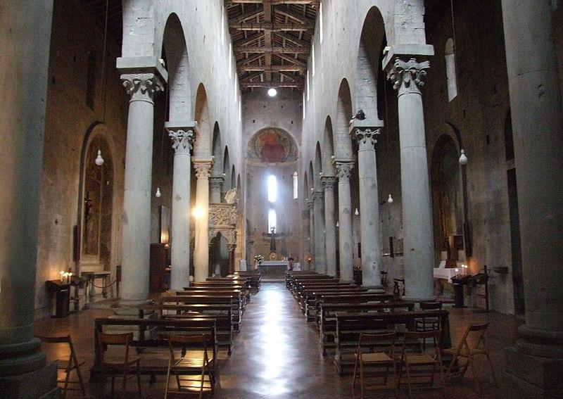 http://upload.wikimedia.org/wikipedia/commons/thumb/6/67/Pistoia_chiesa_san_andria_003.JPG/800px-Pistoia_chiesa_san_andria_003.JPG