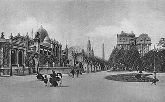Plaza San Martín (Buenos Aires) - View of Plaza San Martín in 1920, when the Argentine Pavilion (left) still graced the park as an art museum