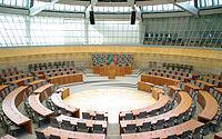 Plenarsaal Landtag NRW by Moritz Kosinsky3136.jpg