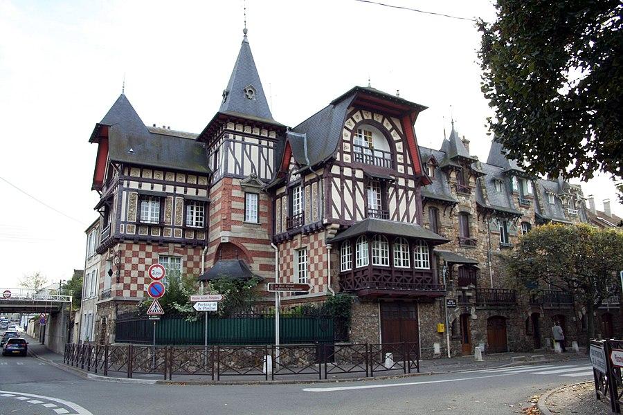 Maison-atelier de Théophile Bourgeois (1858-1930), architecte français, à Poissy - Yvelines (France)