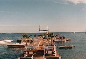 Hotel Barrière Le Majestic Cannes - Ponton d'accès aux sports nautique du Majestic