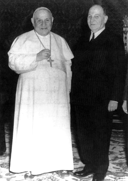John XXIII with Prime Minister of Lebanon Sami as-Solh, 1959 Pope John XXIII and Sami as-Solh.png