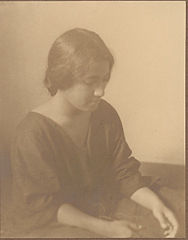 Portrait of French-Hawaiian girl (profile) 1909.jpg