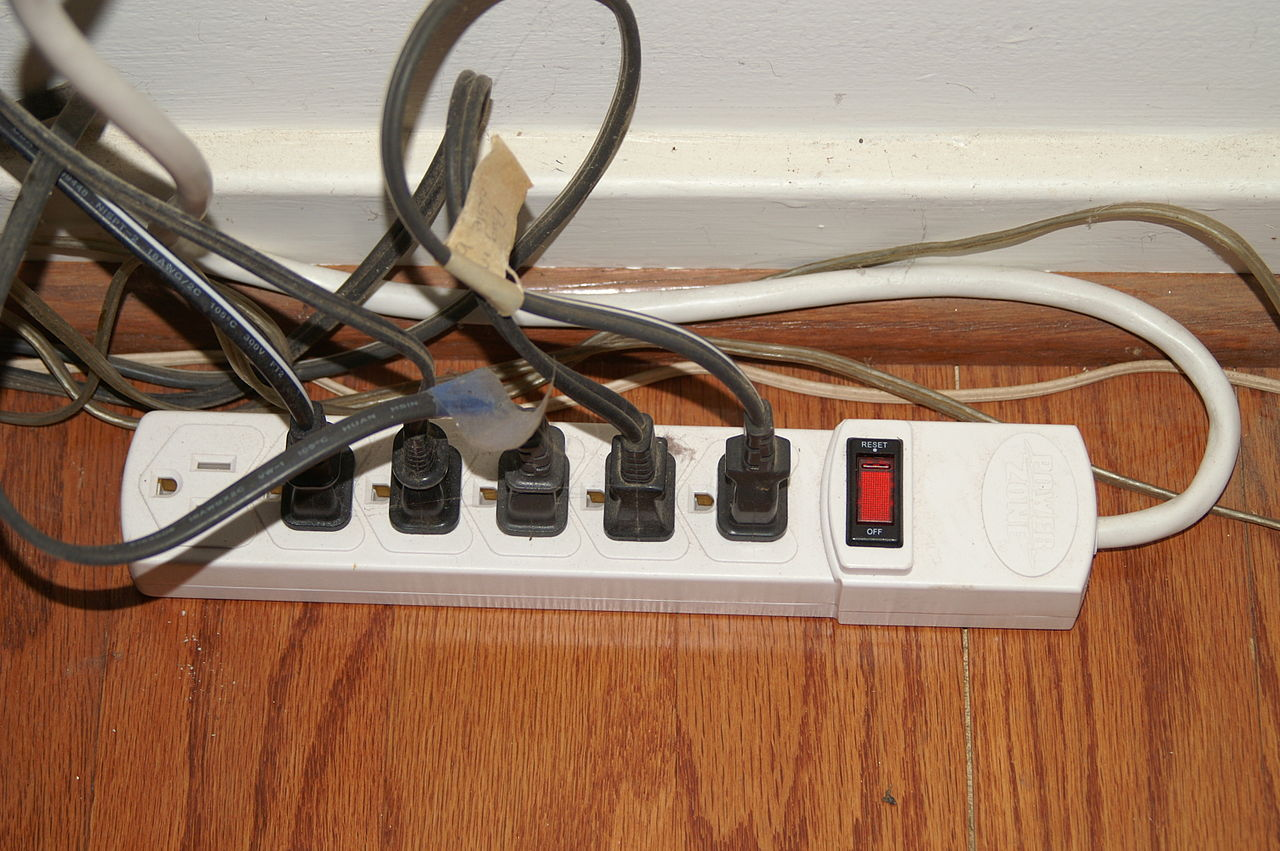 file power strip jpg wikimedia commons. Black Bedroom Furniture Sets. Home Design Ideas