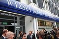 Premier Donald Tusk przed Wyższą Szkołą Bankową w Toruniu (6165309603).jpg