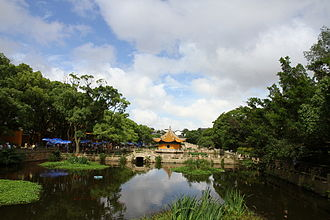 Puji Temple - Lake and pavilions in front of Puji Temple