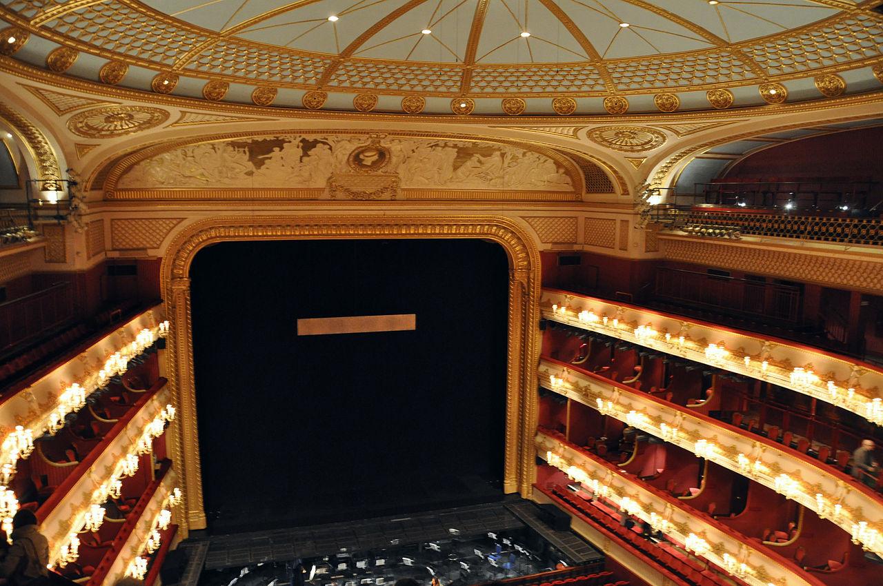 File roh auditorium wikimedia commons for Balcony novello theatre