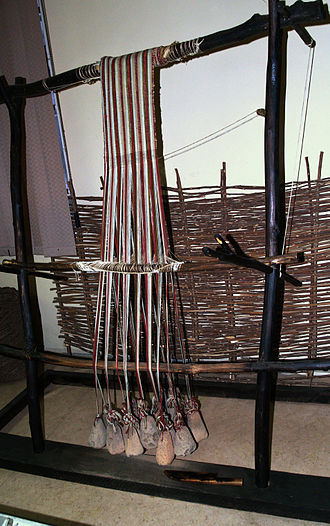 Warp-weighted loom - Image: Reconstruction of neolithic loom