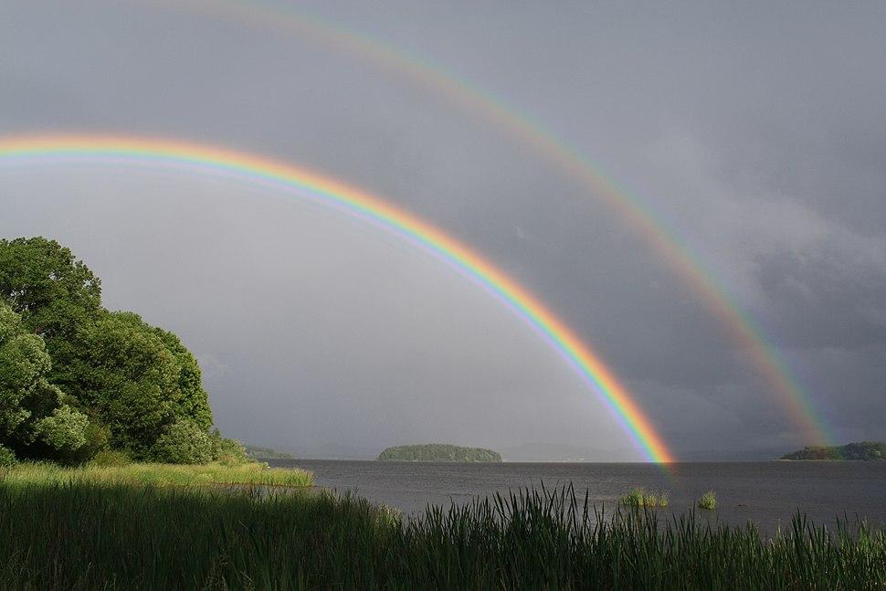 Regenbogen über dem Lipno-Stausee