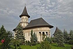 Romania Mănăstirea Cămârzani Main Church4.jpg
