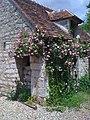 "Roses on the ""Hobbit House"" - panoramio.jpg"