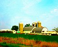 Round Gable Barn with Three Silos - panoramio.jpg