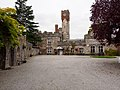 Ruthin Castle courtyard - panoramio (4).jpg