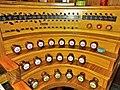 Saarbrücken-Burbach, Herz Jesu (Mayer-Orgel, Spieltisch) (6).jpg