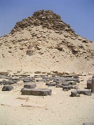 Pyramid of Userkaf - Image: Saqqarah Ouserkaf 03