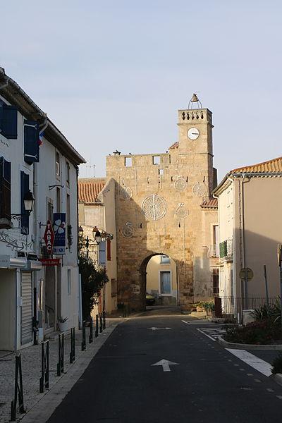 Sauvian (Hérault) - porte de l'horloge (vue externe)