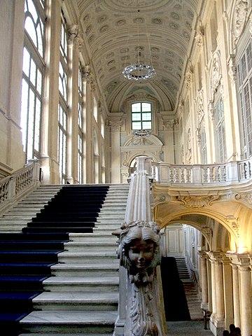 http://upload.wikimedia.org/wikipedia/commons/thumb/6/67/ScalonePalazzoMadamaTorino.JPG/360px-ScalonePalazzoMadamaTorino.JPG