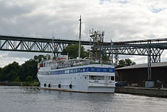 Schleswig-Holstein, Hochdonn, Fähranleger am N-O-Kanal; das Motorschiff Brahe lag dort als Hotelschiff für Wacken Open Air 2015 NIK 5420.jpg