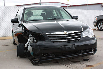 English: Chrysler Sebring involved in an auto ...
