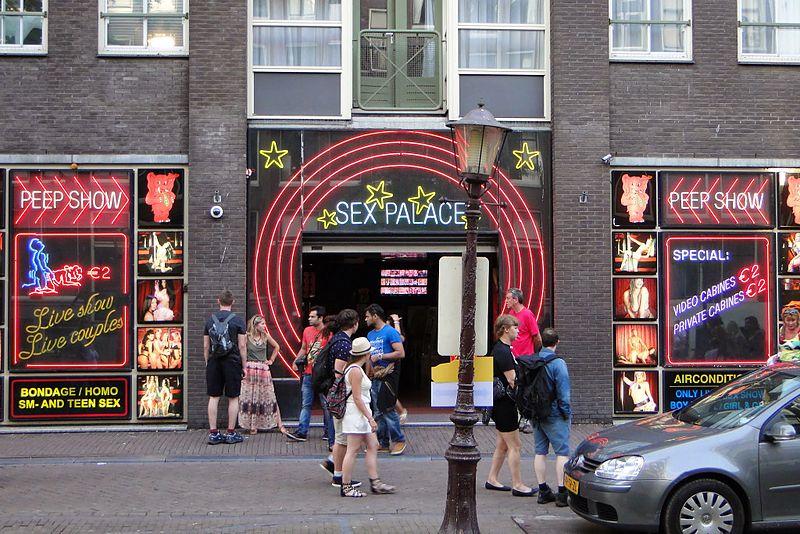 Мэрия Амстердама запретила организованный туризм в районе