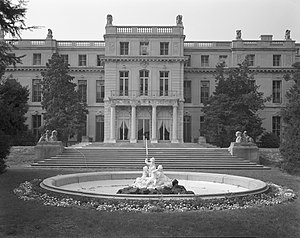 Annie (1982 film) - Wilson Hall, at Monmouth University campus, New Jersey, was used as the exteriors of Oliver Warbuck's mansion.